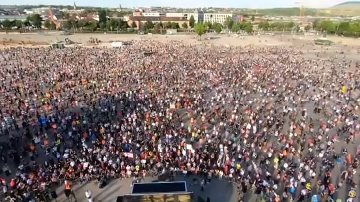 Corona Demos Weltweit